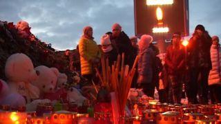 В Небо над Тамбовом выпустили белые шары в память о погибших на Кузбассе