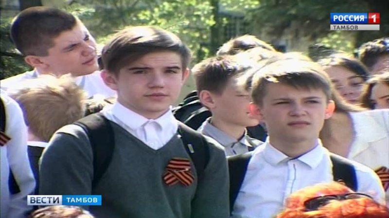 В торжественном митинге, посвященному подвигу советских солдат приняли участие ветераны и студенты