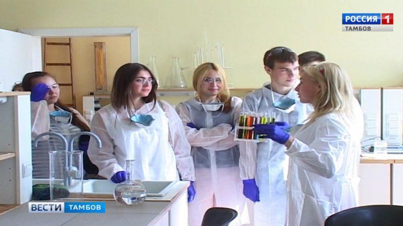 В ТГУ показали зрелищные химические опыты