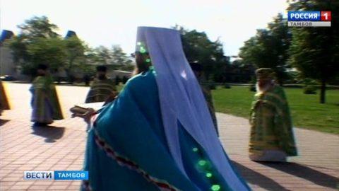Православные Тамбова встретили ковчег с мощами блаженной Матроны Московской