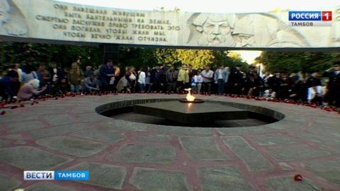 «Свечи памяти» в Тамбове зажгли ранним утром у мемориала «Вечный огонь»