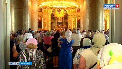 В День Петра и Павла в главном храме области провели праздничную службу