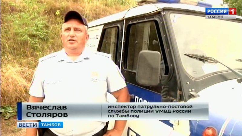 Сотрудники полиции патрулируют пляжи