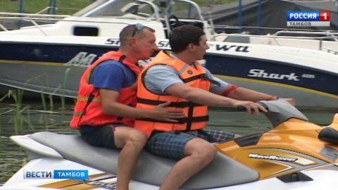 Управлять лодкой по правилам не только приятно, но и гораздо безопаснее