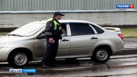 Более 300 водителей - любителей поговорить по телефону во время езды уже получили штраф