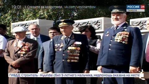 Прототипом бронзового солдата, установленного в Дмитриевке стал наш земляк Герой Советского Союза Степан Перекальский