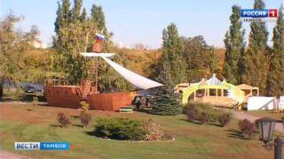 На Набережной ведут подготовку декораций к предстоящей Покровской ярмарке
