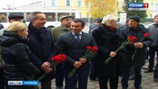 На открытие мемориальной доски Валентину Власову в Тамбов приехал сын ученого