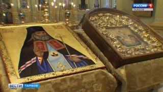 Тысячи паломников приложились к ковчегу с частицей мощей святителя Луки