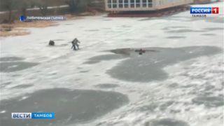 Сотрудники МЧС разыскивают молодого человека, который участвовал в спасении рыбака