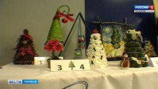 Студенты ТГТУ дали волю фантазии и смастерили необычные елки из подручных вещей