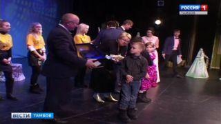 Подарки с «Дерева добра» получили около 300 детей