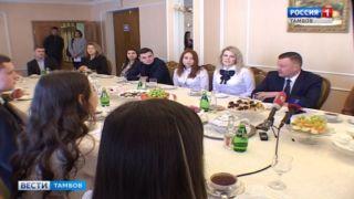 Александр Никитин рассказал студентам, что теперь очень любит играть в хоккей