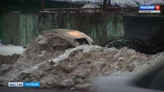 Коммунальщики планируют за день вывезти с двух улиц Тамбова около 1000 кубометров снега