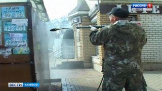В Тамбове с грязью и незаконной рекламой на остановках воюют с помощью водной фрезы