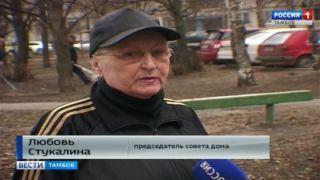 На субботник всем двором вышли жители дома 131 на Чичканова