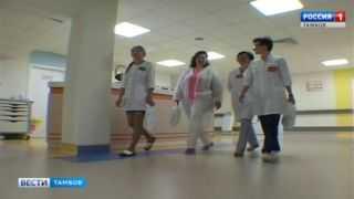 Малышам в Перинатальном центре подарили пелёнки и распашонки