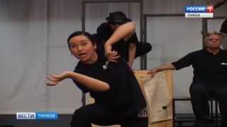 О Шекспире языком тела: на сцене молодежного театра ставят новый спектакль