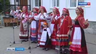 С песнями и угощением: в горДуме устроили праздник трех Спасов